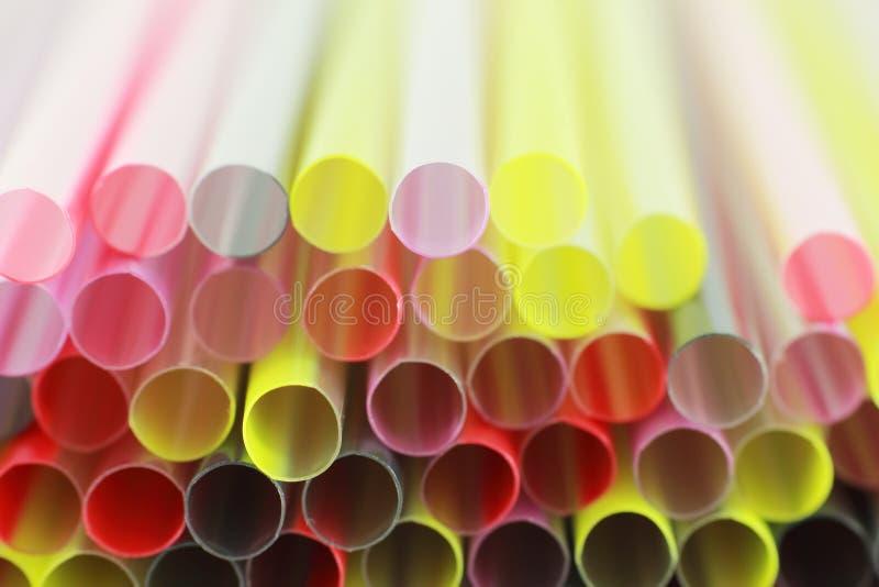 Fondo plástico colorido de la paja del primer imagen de archivo libre de regalías