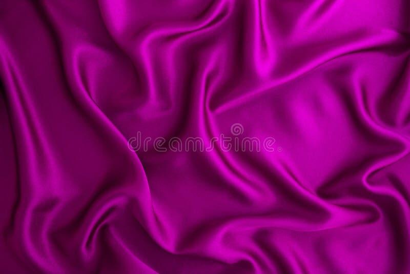Fondo porpora del tessuto della seta o del raso di Wave fotografie stock