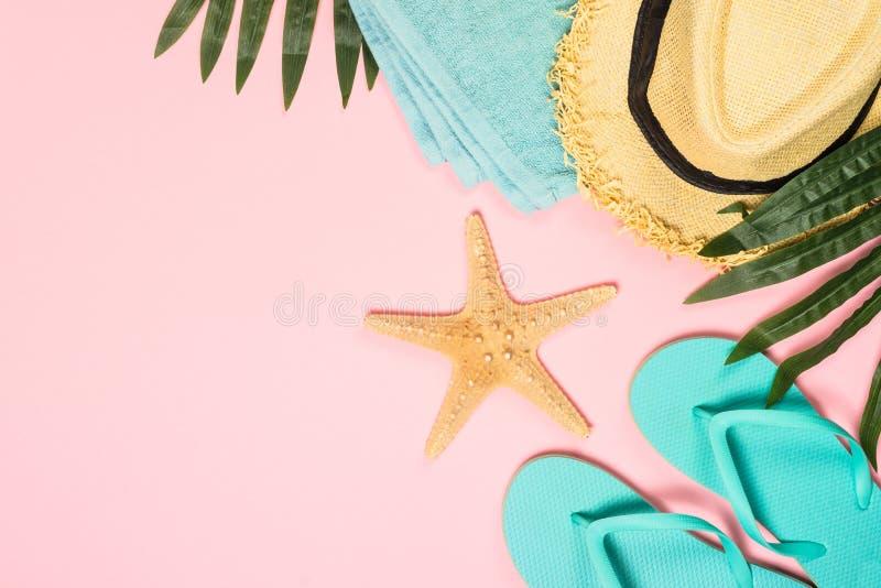 Fondo posto piano di estate sul rosa fotografia stock libera da diritti