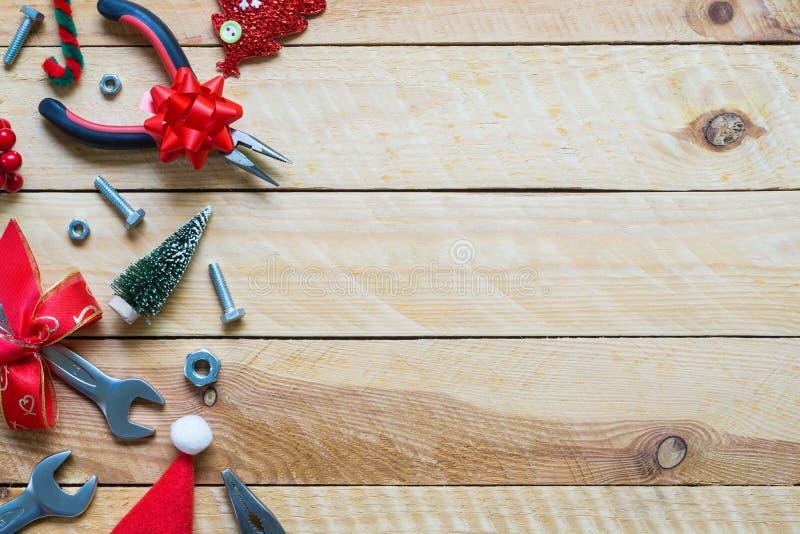 Fondo práctico c de la Feliz Navidad y del regalo de las herramientas de la Feliz Año Nuevo fotos de archivo libres de regalías