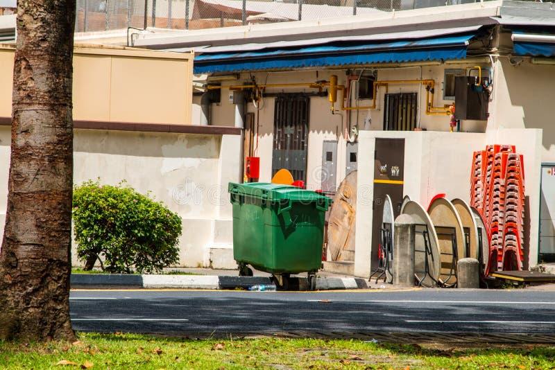Fondo pubblico dei rifiuti fotografia stock