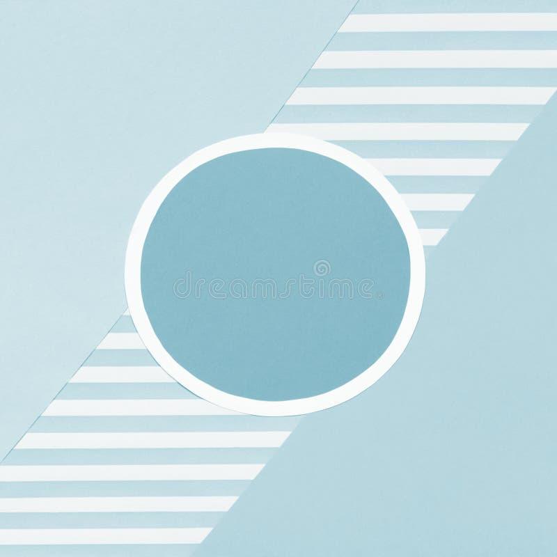 Fondo puesto plano del color en colores pastel geométrico de los azules cielos del extracto Minimalismo, geometría y plantilla de foto de archivo