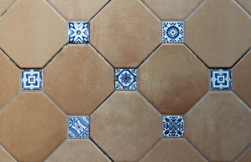 Fondo quadrato di struttura delle mattonelle della parete fotografie stock