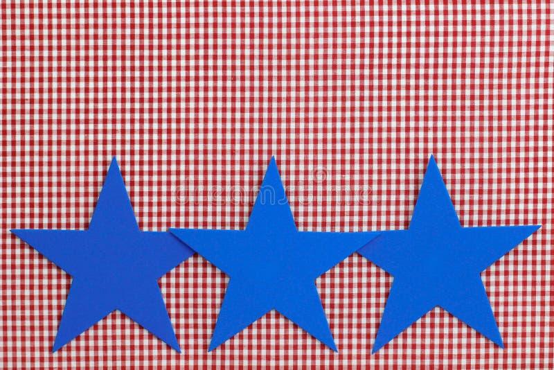 Fondo a quadretti rosso del confine di tre stelle blu (percalle) fotografia stock
