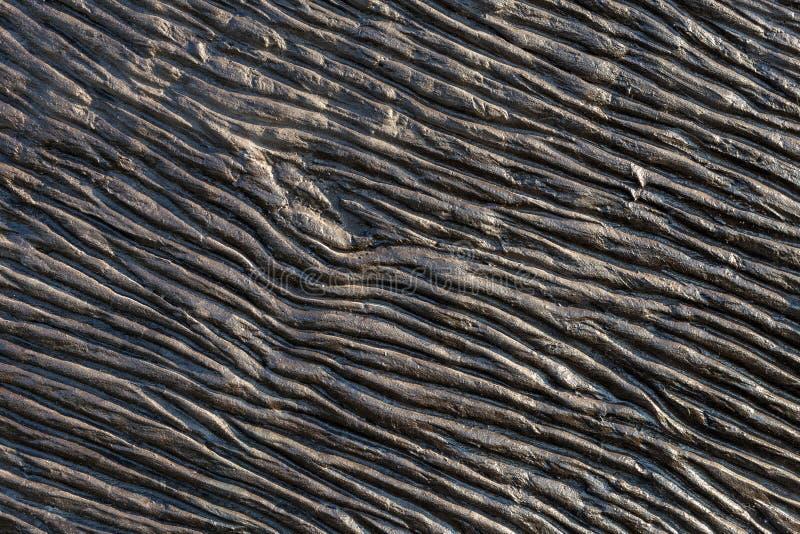Fondo rayado de la textura del drak del extracto Contexto de madera con las rayas, las líneas, las curvas y las barras fotografía de archivo
