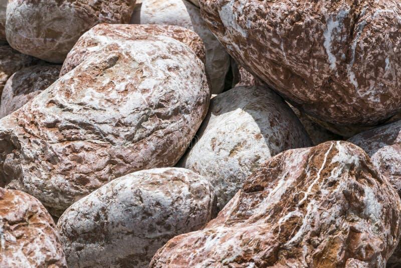 Fondo redondo poroso grande de las piedras de Brown Material decorativo ambiental natural imágenes de archivo libres de regalías