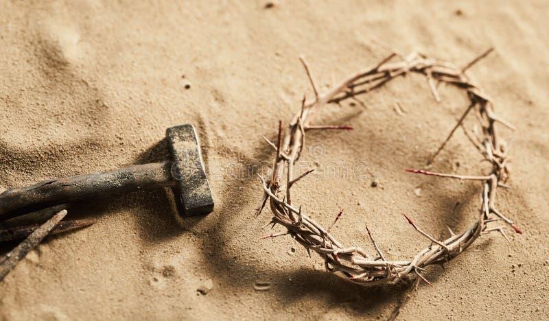 Fondo religioso di Pasqua con la corona delle spine fotografia stock libera da diritti