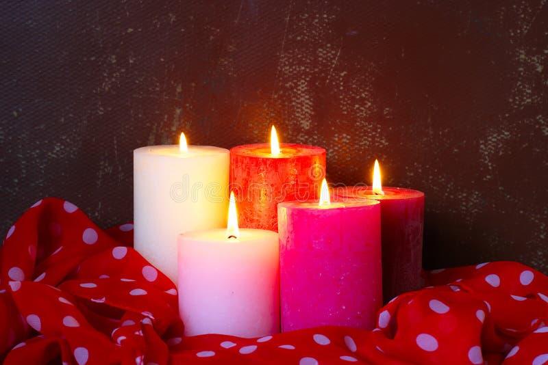 Fondo romantico con le candele fotografia stock libera da diritti
