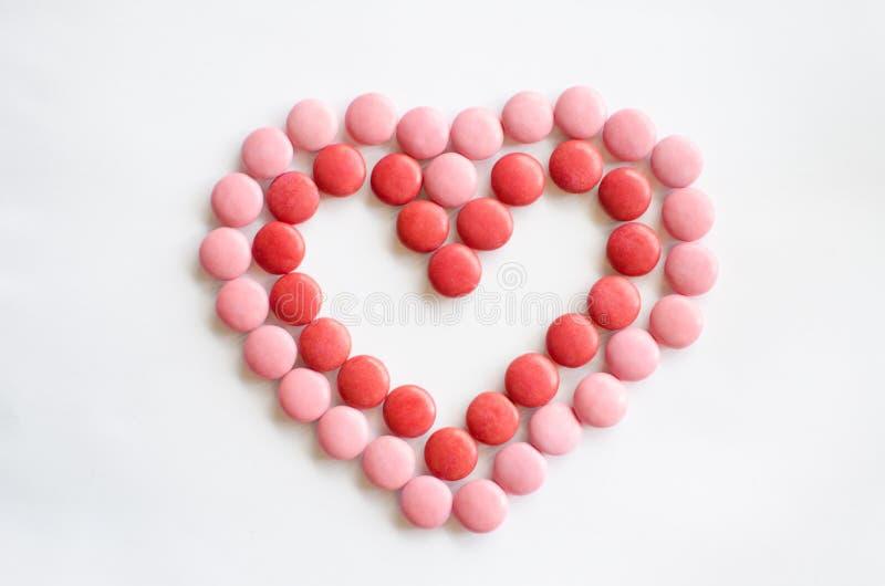 Fondo rosa e rosso del cuore di giorno del ` s del biglietto di S. Valentino fotografia stock libera da diritti