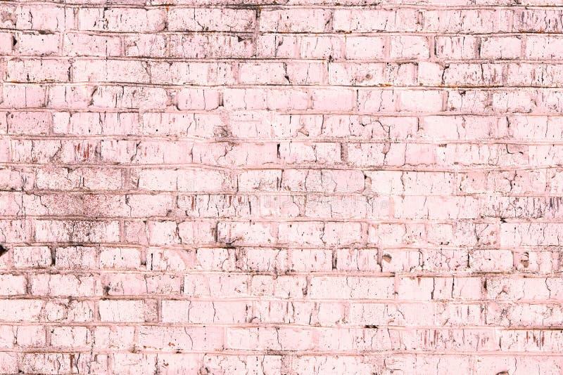 Fondo rosado abstracto saturado brillante de la pared de ladrillo vieja fotografía de archivo