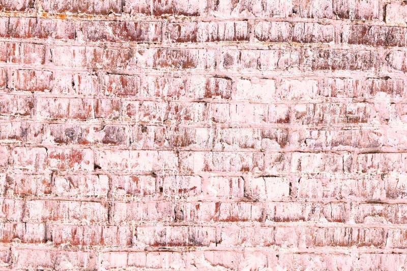 Fondo rosado abstracto saturado brillante de la pared de ladrillo vieja fotos de archivo