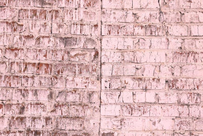 Fondo rosado abstracto saturado brillante inusual de la pared de ladrillo vieja imágenes de archivo libres de regalías