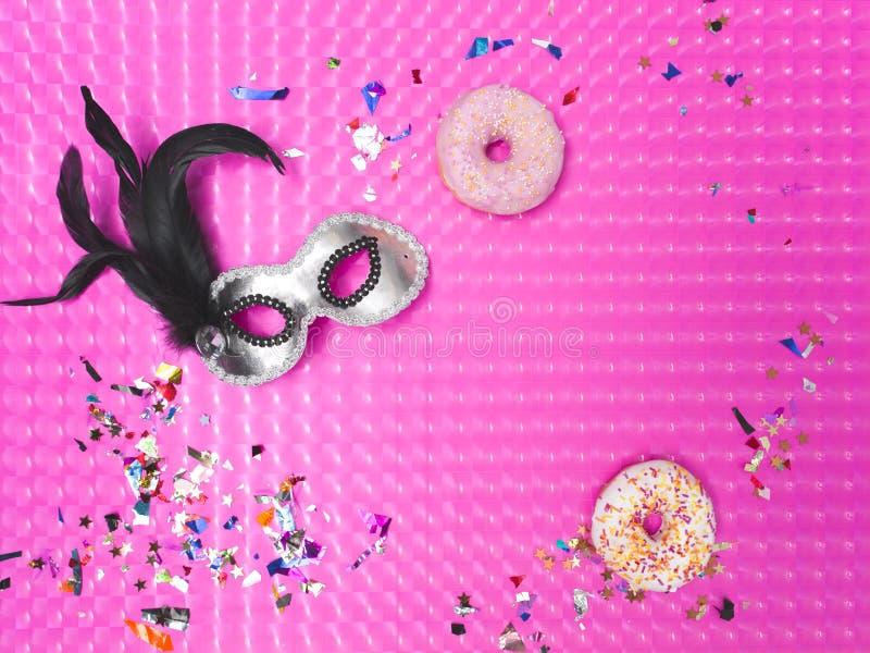 Fondo rosado del efecto del carnaval con los diversos utensilios del carnaval imagen de archivo libre de regalías