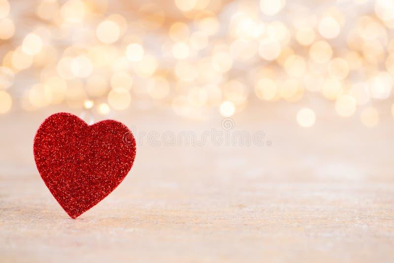Fondo rosso del bokeh del cuore, cartolina d'auguri di giorno di S. Valentino immagine stock libera da diritti