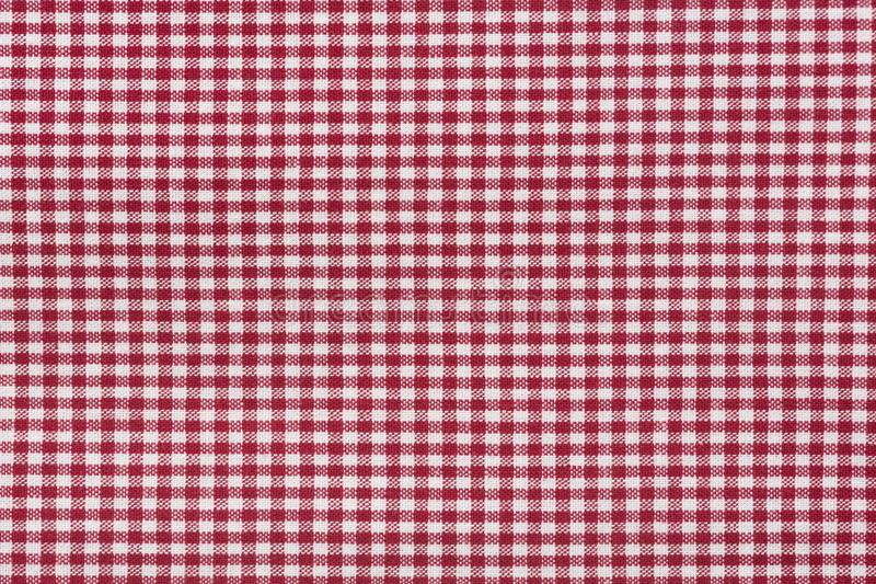 Fondo rosso della tovaglia e bianco a quadretti di struttura, su dettagliato fotografia stock libera da diritti
