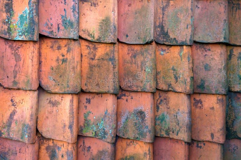 Fondo rosso di struttura del modello delle ardesie di argilla del tetto fotografie stock