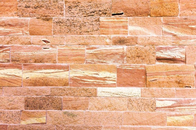 Fondo rosso strutturato della parete di pietra fotografia stock libera da diritti