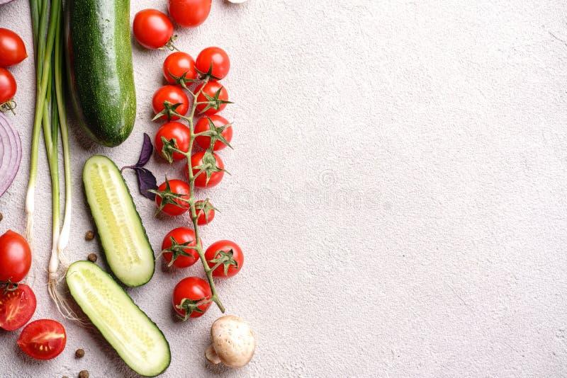 Fondo sano de la comida de verduras y de hierbas imagen de archivo