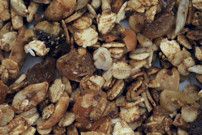 Fondo sano de la textura del desayuno Ingredientes del desayuno del grano en una placa imágenes de archivo libres de regalías