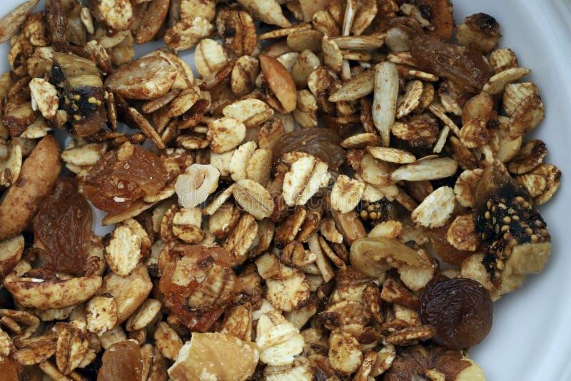 Fondo sano de la textura del desayuno Ingredientes del desayuno del grano en una placa foto de archivo libre de regalías