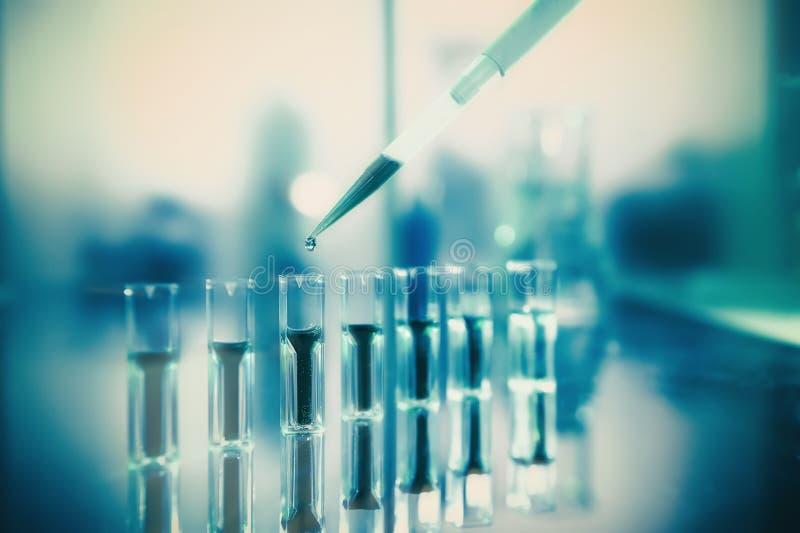 Fondo scientifico in verde ed in giallo, analisi della proteina fotografia stock