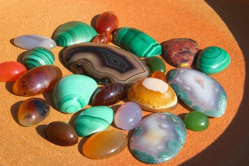 Fondo semiprecioso colorido de las piedras foto de archivo libre de regalías
