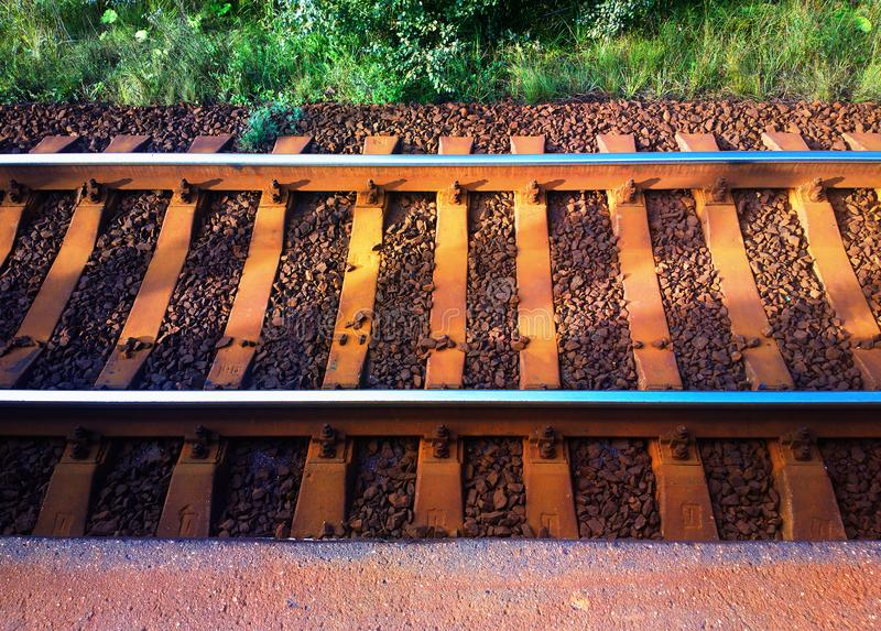 Fondo simétrico de la ciudad de la pista ferroviaria foto de archivo