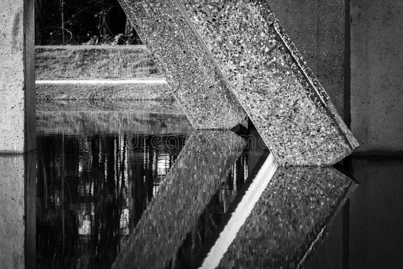 Fondo, sombras y líneas geométricos abstractos de MES concreto fotos de archivo