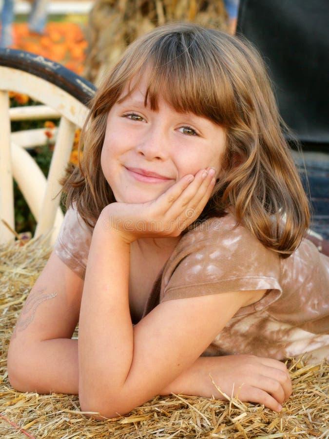 Fondo sonriente de la caída de la muchacha feliz imagen de archivo libre de regalías