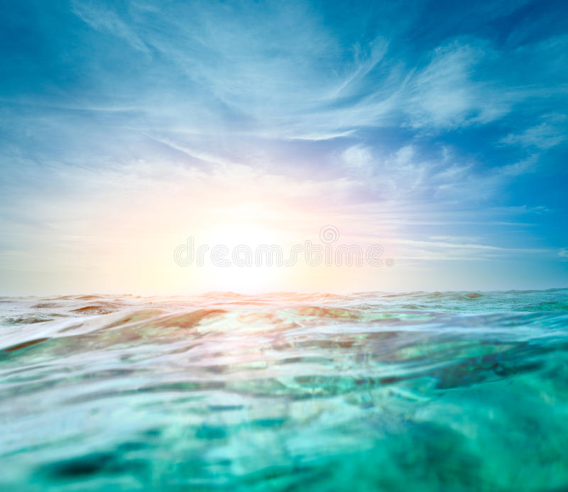 Fondo subacuático abstracto con el sol de la luz suave fotografía de archivo libre de regalías