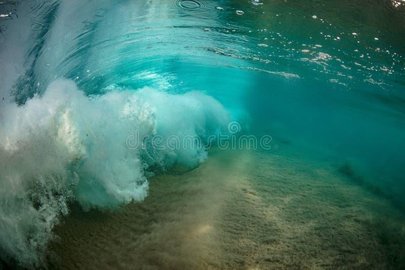 Fondo subacuático del mar de la opinión de la ola oceánica colorida brillante imagen de archivo libre de regalías