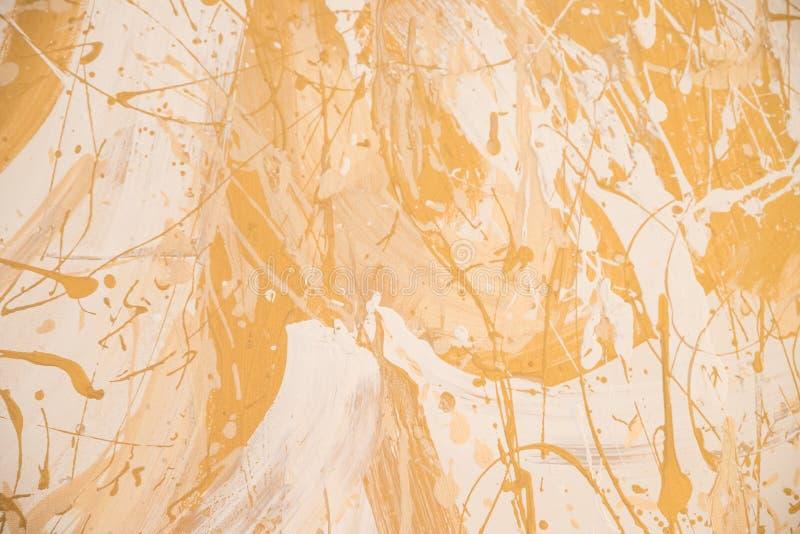 Fondo sucio blanco y de oro de la textura del estuco de la pared Pintura decorativa de la pared Textura amarilla brillante de la  fotografía de archivo