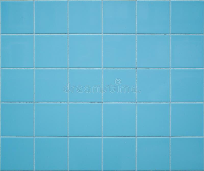 Fondo tejado azul claro de la pared con las tejas cuadradas imagenes de archivo
