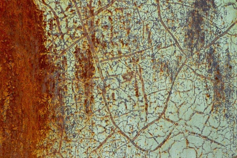 Fondo, textura de la superficie oxidada con la pintura verde vieja lamentable imágenes de archivo libres de regalías