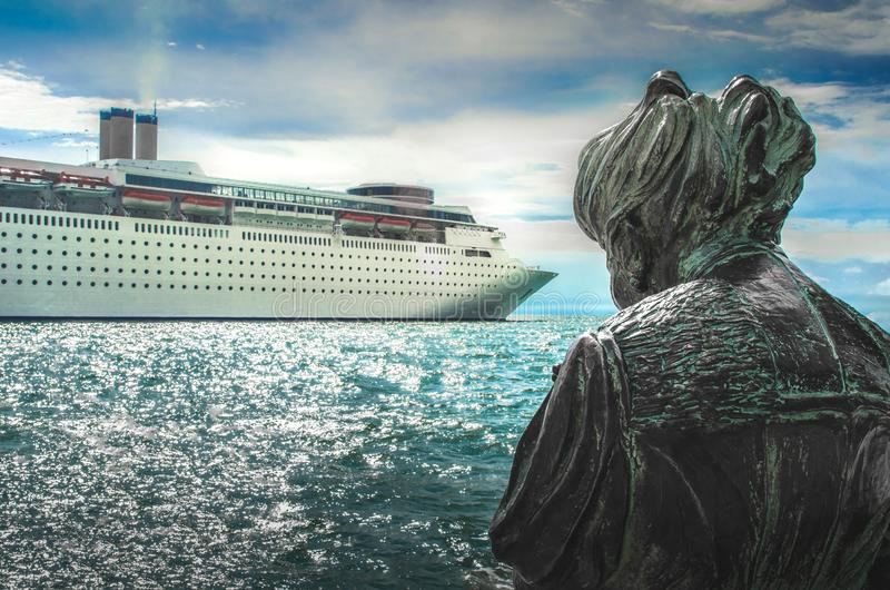 Fondo transatlántico del trazador de líneas titánico del barco de cruceros foto de archivo