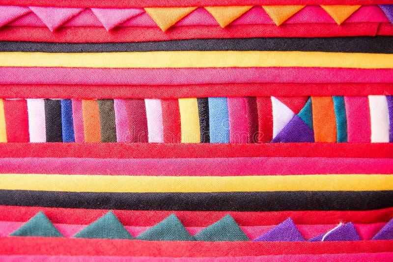 Fondo tribal colorido de la textura del modelo de la tela imagenes de archivo