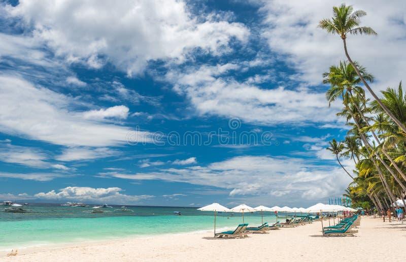 Fondo tropical de la playa de Alona Beach en Panglao Bohol fotos de archivo