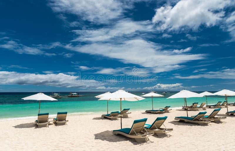 Fondo tropical de la playa de Alona Beach en Panglao Bohol fotos de archivo libres de regalías