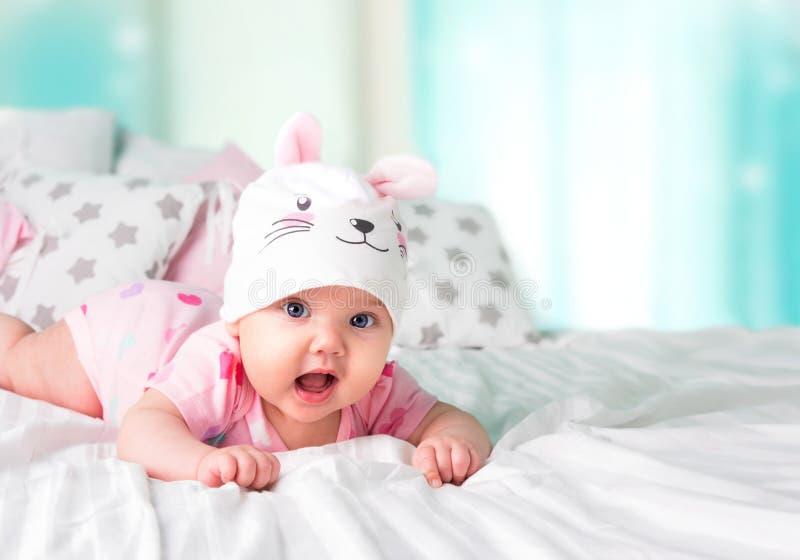 Fondo vacío del espacio del sombrero del conejo del bebé fotografía de archivo libre de regalías