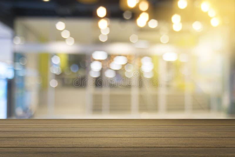 Fondo vago estratto del centro commerciale camminando al centro commerciale Priorità bassa vaga fotografia stock