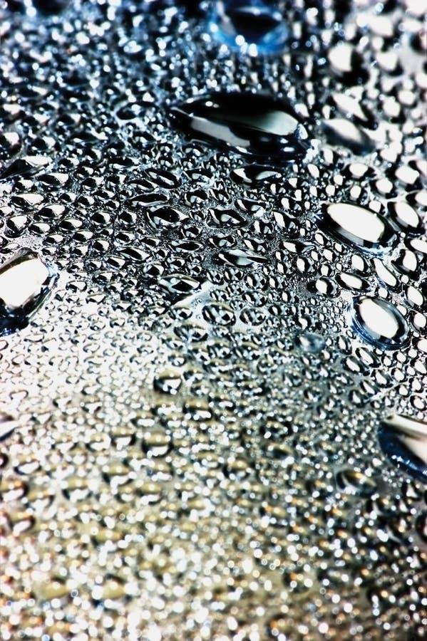 Fondo vago naturale della bolla di goccia di rugiada macro nel modello verticale dettagliato blu, rosso, d'argento, dorato, grand immagine stock