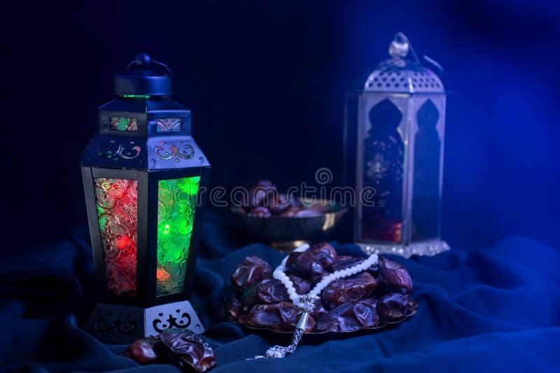 Fondo variopinto del Ramadan con la lampada della lanterna fotografia stock libera da diritti
