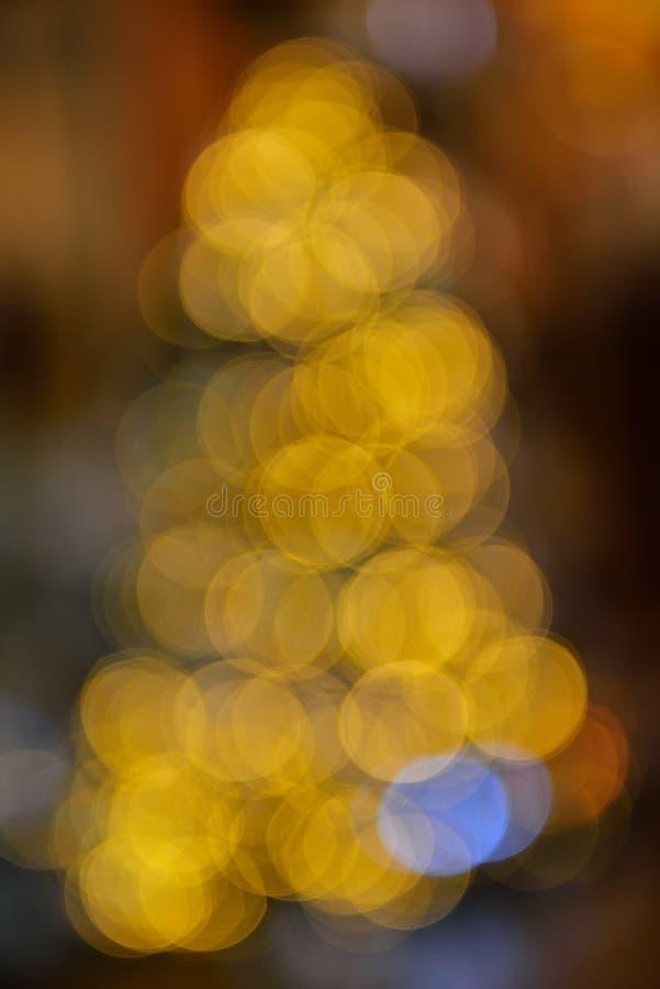 Fondo variopinto della sfuocatura del bokeh delle luci di colore, albero di defocus di Chrismas fotografia stock libera da diritti