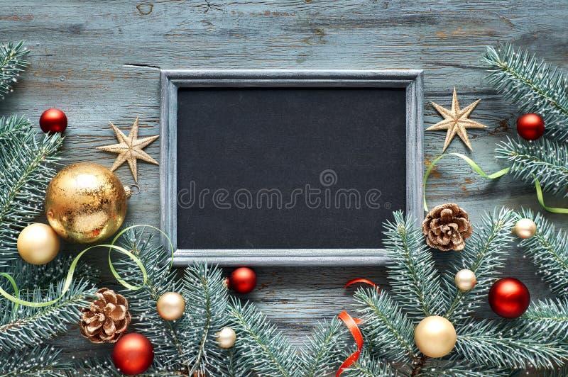 Fondo verde, rojo y de oro de la Navidad, visión superior con el texto fotos de archivo libres de regalías