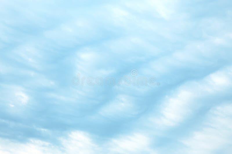 Fondo vuoto atmosferico naturale dell'estratto con lo spazio della miniera Un paesaggio celeste con un cielo a strisce di colore  fotografia stock