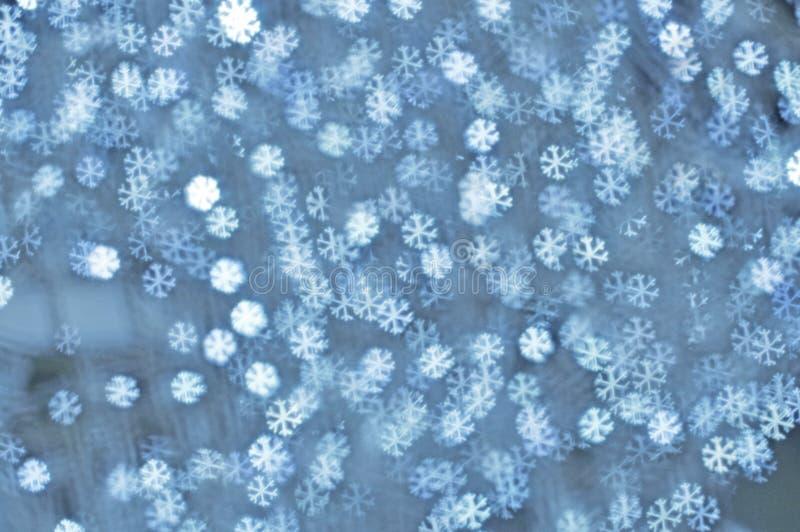 Fondos con las luces de plata de los copos de nieve stock de ilustración