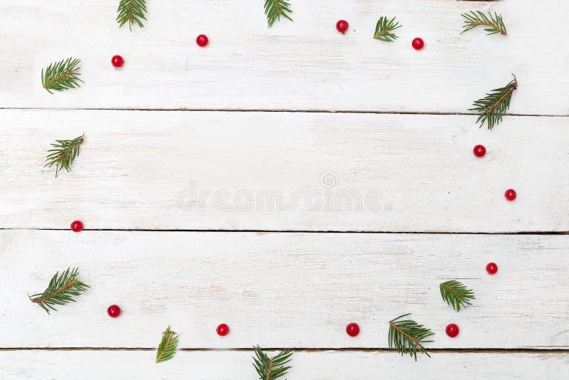 Fondos de la Navidad Ramas de árbol de navidad verdes y vib rojo foto de archivo