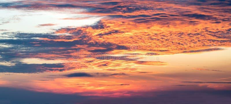 Fondos del cielo y de la salida del sol fotografía de archivo