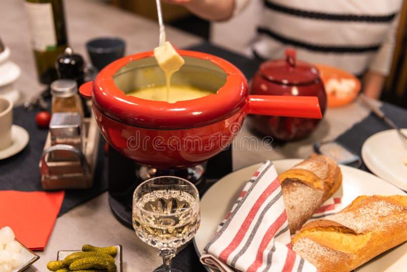 'fondue' de queso suizo foto de archivo libre de regalías