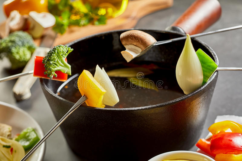 'fondue' vegetariana sana colorida fotografía de archivo libre de regalías